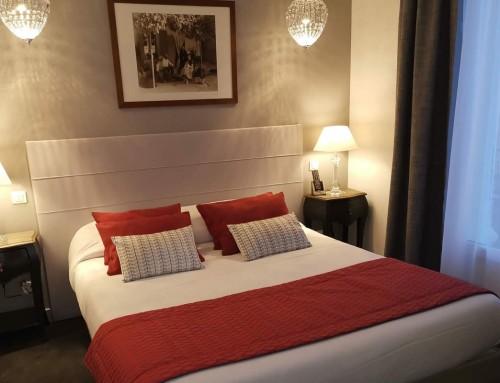Tête de lit sur mesure rideaux coussins literie